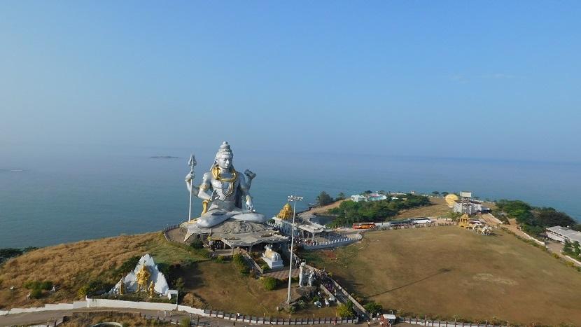siva statue next to murudeshwar beach